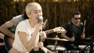 Miley Cyrus feat. Joan Jett - Different