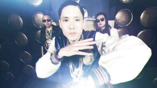 Far East Movement feat. Tyga - Dirty Bass