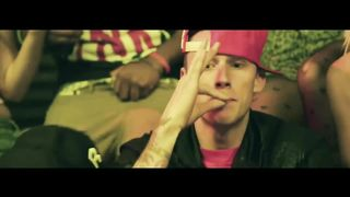 Machine Gun Kelly feat. Waka Flocka Flame - Wild boy